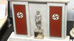 Más de 80 objetos nazis incautados a coleccionista se exhibirán en el Museo del Holocausto