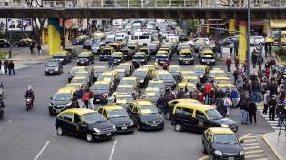 Los taxistas vuelven a protestar contra las plataformas digitales con cortes y asambleas simultáneas