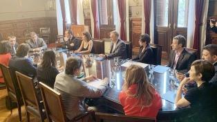 Los moderadores del debate presidencial firmaron un compromiso en la Cámara Electoral