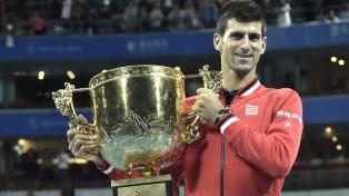 Djokovic consolida su número uno con el título en Tokio