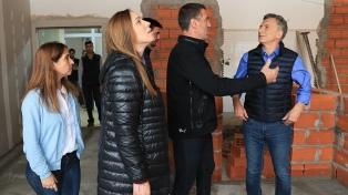 Macri y Vidal visitaron juntos las obras que se hicieron en el hospital de Olavarría
