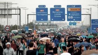 Nuevos cortes de rutas y tensión en Cataluña a la espera de otra acción de desobediencia civil