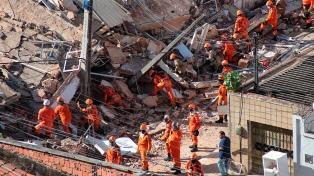 Confirman dos muertos y nueve desaparecidos en el derrumbe del edificio