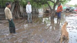 Cerca de 5 mil personas siguen evacuadas en La Matanza a la espera de que baje el río