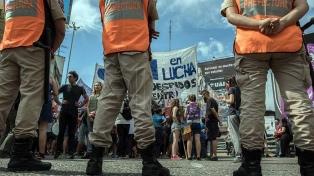 Despedidos de la empresa Kimberly Clark cortan el acceso al Puente Pueyrredón