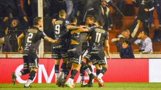 Estudiantes de Caseros le ganó a Colón y pasó a semifinales
