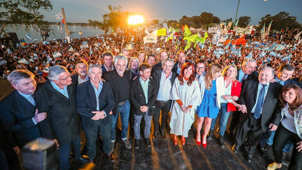 Alberto Fernández y Cristina Kirchner en una celebración del Día de la Lealtad cuando aún eran candidatos.
