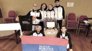 """Cinco estudiantes misioneros con su robot """"Julito"""" representarán al país en el Mundial de Robótica"""