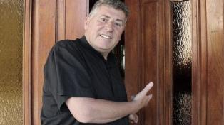 Con custodia policial, despidieron los restos del cura Lorenzo, quien se suicidó acusado de abusos