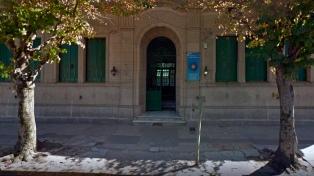 Procesan por amenazas al padre de un alumno que agredió a una maestra en Dolores