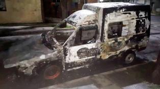 Detienen a pirómano que se filmó incendiando cuatro autos en Villa Devoto