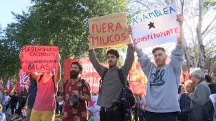 Chilenos residentes en la Argentina protestaron contra Piñera