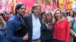"""Del Caño afirmó que """"la lucha en Chile marca el camino para enfrentar el ajuste en la Argentina"""""""