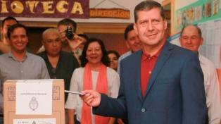 """Casas auguró """"una excelente muestra de democracia del pueblo riojano durante toda la jornada"""""""