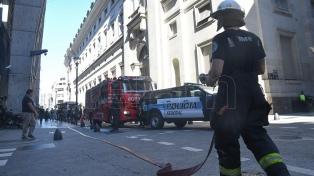 Quedó controlado el incendio ocurrido en la sede central del Banco Nación