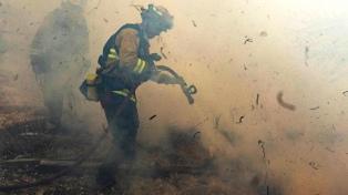 Vientos de hasta 112 kilómetros por hora avivan los incendios en California