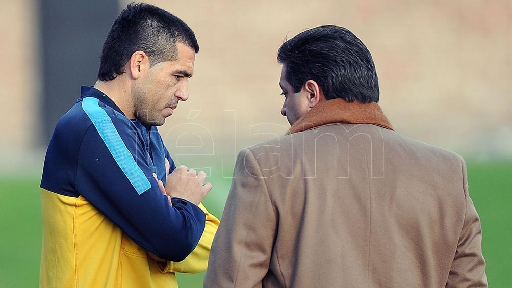 Angelici y Riquelme conversan (foto archivo).