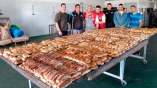 Presos elaboran pan para un comedor comunitario de la periferia de La Plata