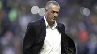 "Alfaro: ""No se puede llamar ex jugador a Tevez"""