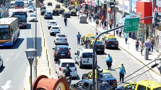 """Los taxistas se declararon en alerta y movilización contra """"explotación y precarización de Uber"""""""