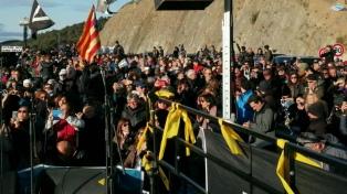 Independentistas catalanes cortan el transitado paso fronterizo entre España y Francia