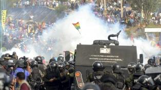 Represión policial a ciudadanos en medio de una sesión legislativa en El Alto