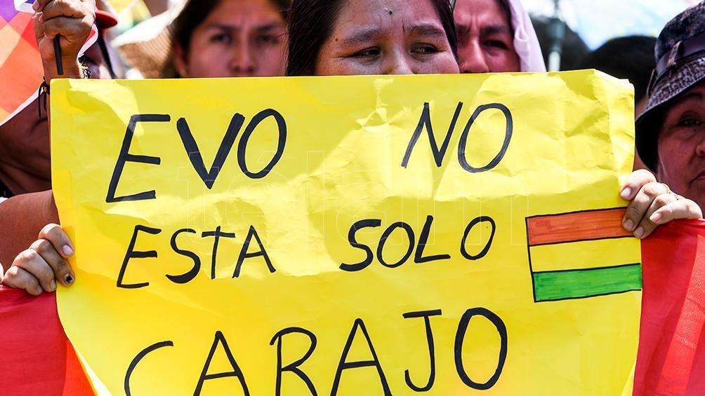 Pese a la represión, la mayoría de bolivianos salió a defender a su Presidente constitucional.