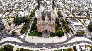 Sin fuegos artificiales, con artesanos y músicos platenses, La Plata celebra sus 137 años
