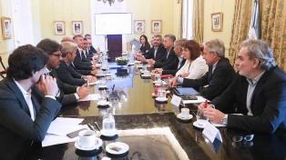 Macri encabeza una reunión de gabinete y asiste a un acto de Gendarmería