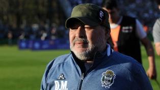 """Enrique: """"No se puede comparar a Maradona con Messi, porque como Diego no hay"""""""