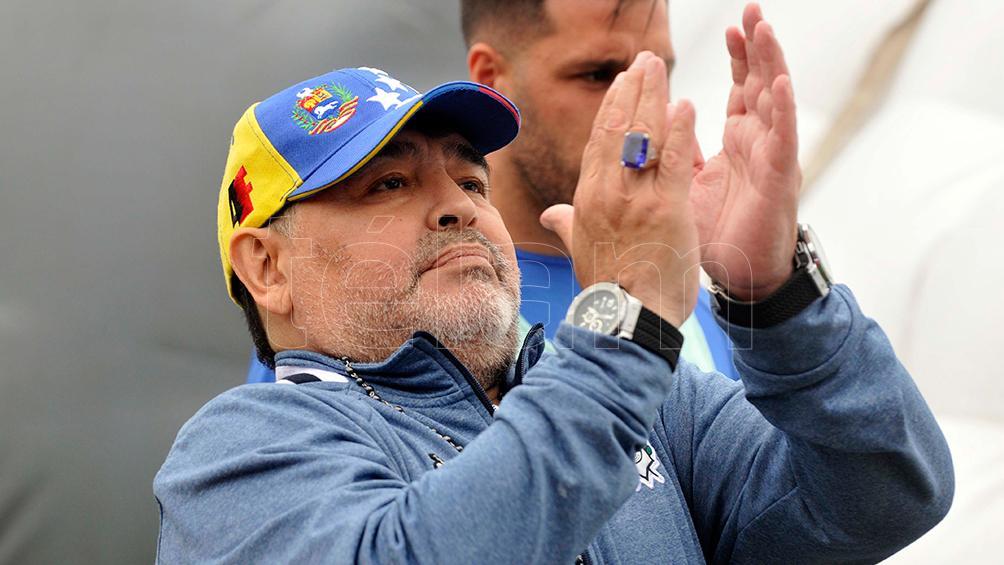 Hinchas de Gimnasia se movilizan para acompañar a Diego Maradona