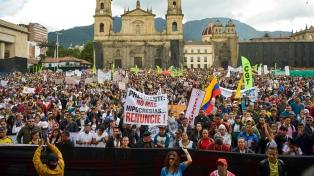 """Duque convocó a un """"diálogo nacional"""" luego de otra jornada de protestas y violencia"""