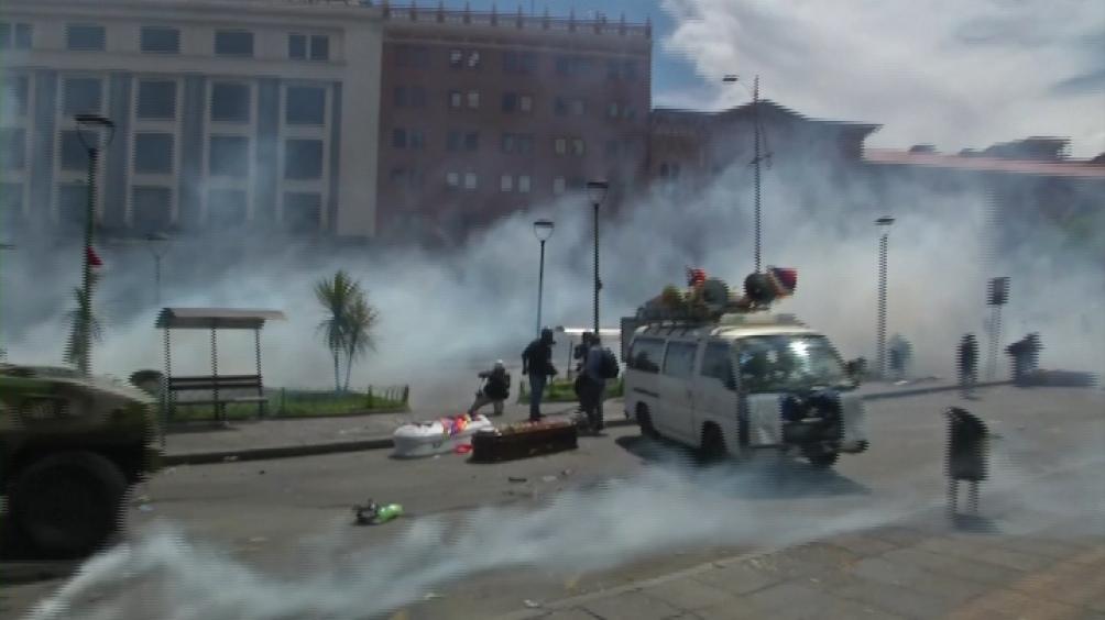De acuerdo con información preliminar, entre el material que está en el depósito de la Policía Boliviana se encuentran granadas de gas, gases pimienta, munición calibre 12/70, entre otros que serán investigados.