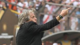 El entrenador de Flamengo reclama la suspensión del fútbol