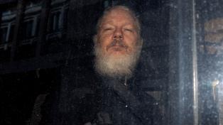 Assange escucha voces en la cárcel y presenta un comportamiento suicida