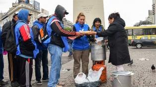 """Barrios de Pie instala ollas populares en el Obelisco para denunciar """"malnutrición infantil"""""""