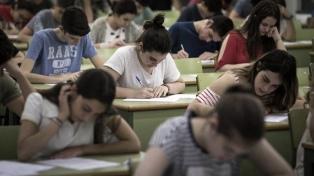 Las pruebas PISA confirmaron mejoría en Lengua y retroceso en Matemáticas, lejos del promedio regional y mundial