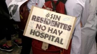 Residentes bonaerenses paran y marchan hacia el Ministerio de Salud