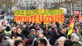 Huelga de transportes y marchas en la víspera del anuncio de la reforma previsional