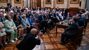 """Duhalde pidió """"una gran coalición legislativa"""" y dijo que sin acuerdos la Argentina """"termina muy mal"""""""