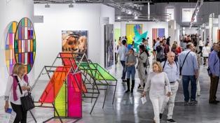 Inauguró Art Basel Miami, con obras de Warhol, Weiwei, Koons y Hirst