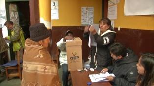 Migrantes bolivianos coordinan acciones para las elecciones en su país, después del golpe