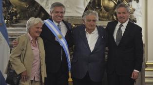 Fernández recibió los saludos de mandatarios y comitivas extranjeras que asistieron a su asunción