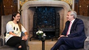 Fernández recibió a Macarena Sánchez, que estará al frente del Instituto de la Juventud