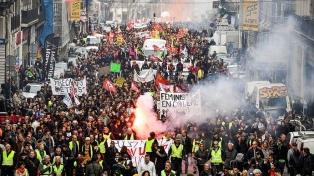 Protestas en las calles ante un gobierno decidido a mantener su reforma jubilatoria