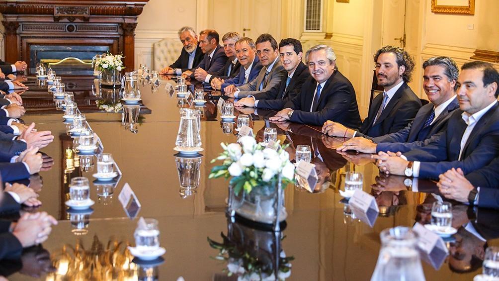El presidente se reunió y discutió sus políticas con los gobernadores