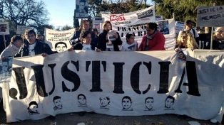 Condenan a policías por la muerte de siete presos en un incendio