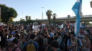 Detenciones y heridos durante una masiva marcha contra modificaciones a la ley minera