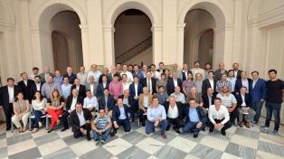 El gobernador Kicillof se reunió con intendentes del Frente de Todos
