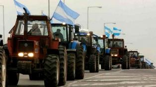 """""""Tractorazo"""" de productores en rechazo a la suba de los derechos de exportación"""